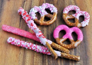 Dipped-and-decorated-pretzels-